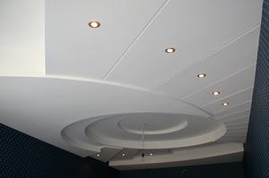 Как установить потолок из пластиковых панелей