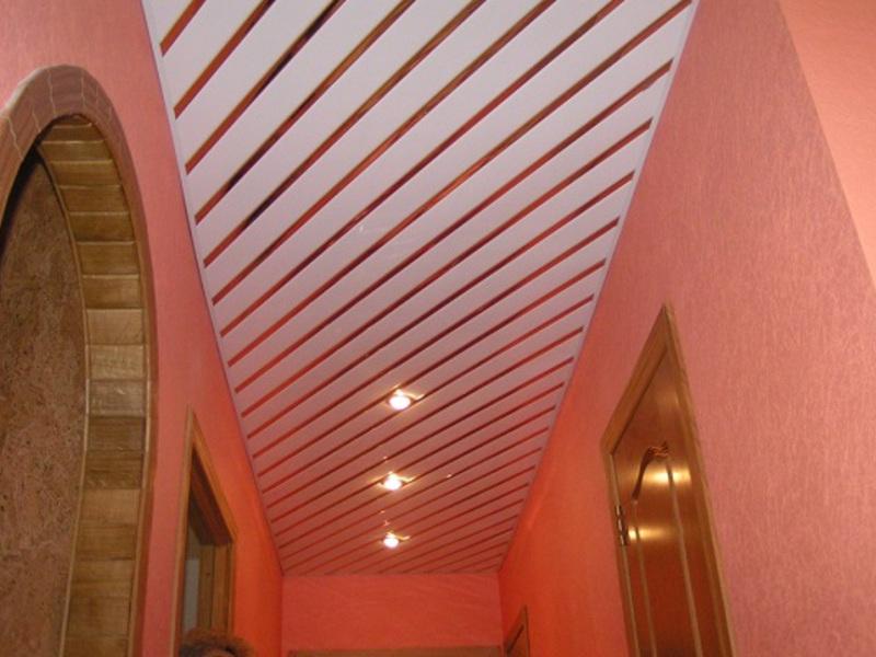 Как сделать потолок из пластиковых панелей