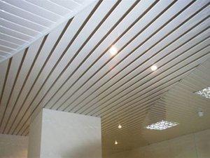 Плюсы реечного потолока