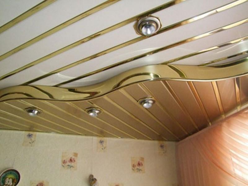 Реечный потолок в два уровня