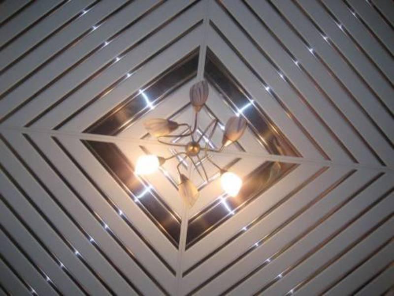 Реечный потолок с квадратами
