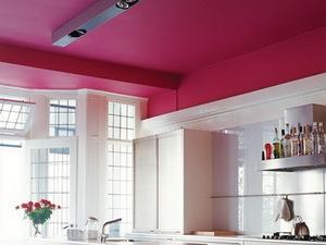 Потолок вишневого цвета