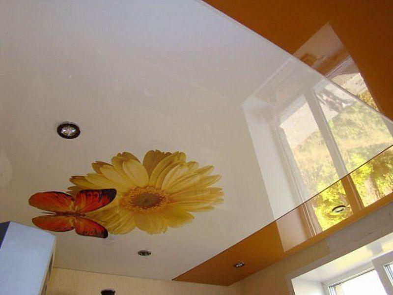 Фото дизайна потолка спечатью