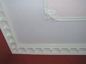Декорируем потолок с помощью молдинга