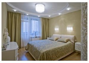 Интерьер комнаты с точечными светильниками на потолке