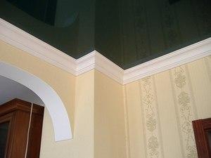 Как крепить потолочный плинтус при натяжном потолке
