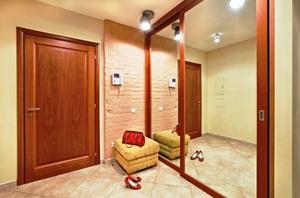 Недорогой светильник в коридоре