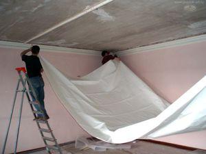 Натяжные потолки устанавливаются до поклейки обоев или после