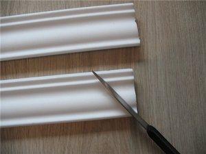 Как порезать потолочный плинтус
