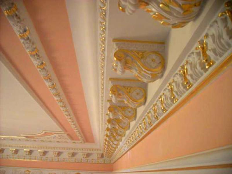 Декоративный плинтус на потолок своими руками